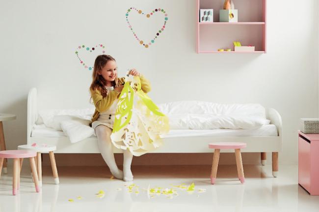Dit witte kinderbed staat perfect in een retro kinderkamer in Scandinavische stijl. Het hippe design maakt dit tot een heerlijk bed voor jonge kinderen én trendy tieners.
