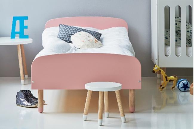 Een prachtig (oud) roze kinderbed uit de nieuwe Flexa Play bedden-collectie. De mooie vormen en de oudroze kleur geven het bed een moderne retro-look.