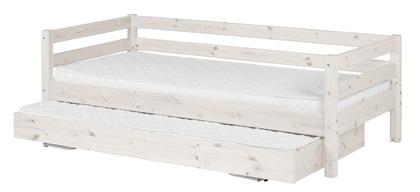 Whitewash Flexa Classic bed met uitschuifbed voor logeerpartijen. Bedbank en uitschuifbed zijn uitgerust met een lattenbodem.