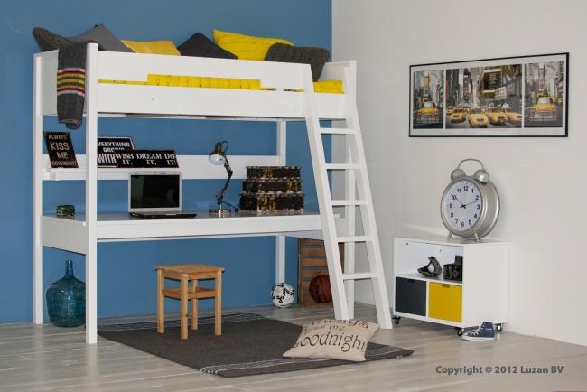 U kunt deze hoogslaper XL samenstellen zoals u dat wilt. Met een rechte of schuine trap. Met een groot bureaublad of een kast eronder.