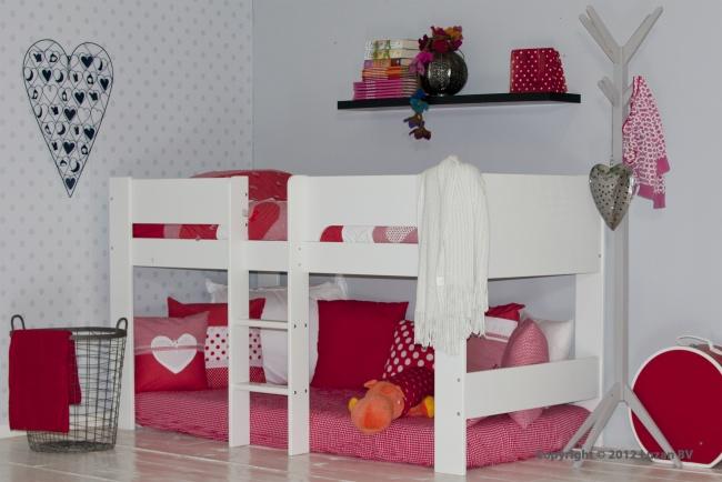 Een mooie, witte halfhoogslaper van Flexa. Deze tijdloze halfhoogslaper past goed in elke kinderkamer of tienerkamer. Onder het bed kan uw kind naar hartelust spelen.