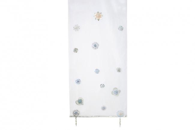 Deze luxe Silver Sparkle voile past perfect bij de Silversparkle bedden van Lifetime. Prachtig afgewerkt met zilverkleurige bloemen, kralen en borduursels.