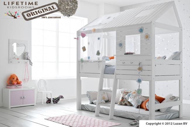 Een sprankelende halfhoogslaper van Lifetime. Het Silver Sparkle bed is lief en stoer tegelijkertijd, waardoor het bed geschikt is voor jongens en meisjes!